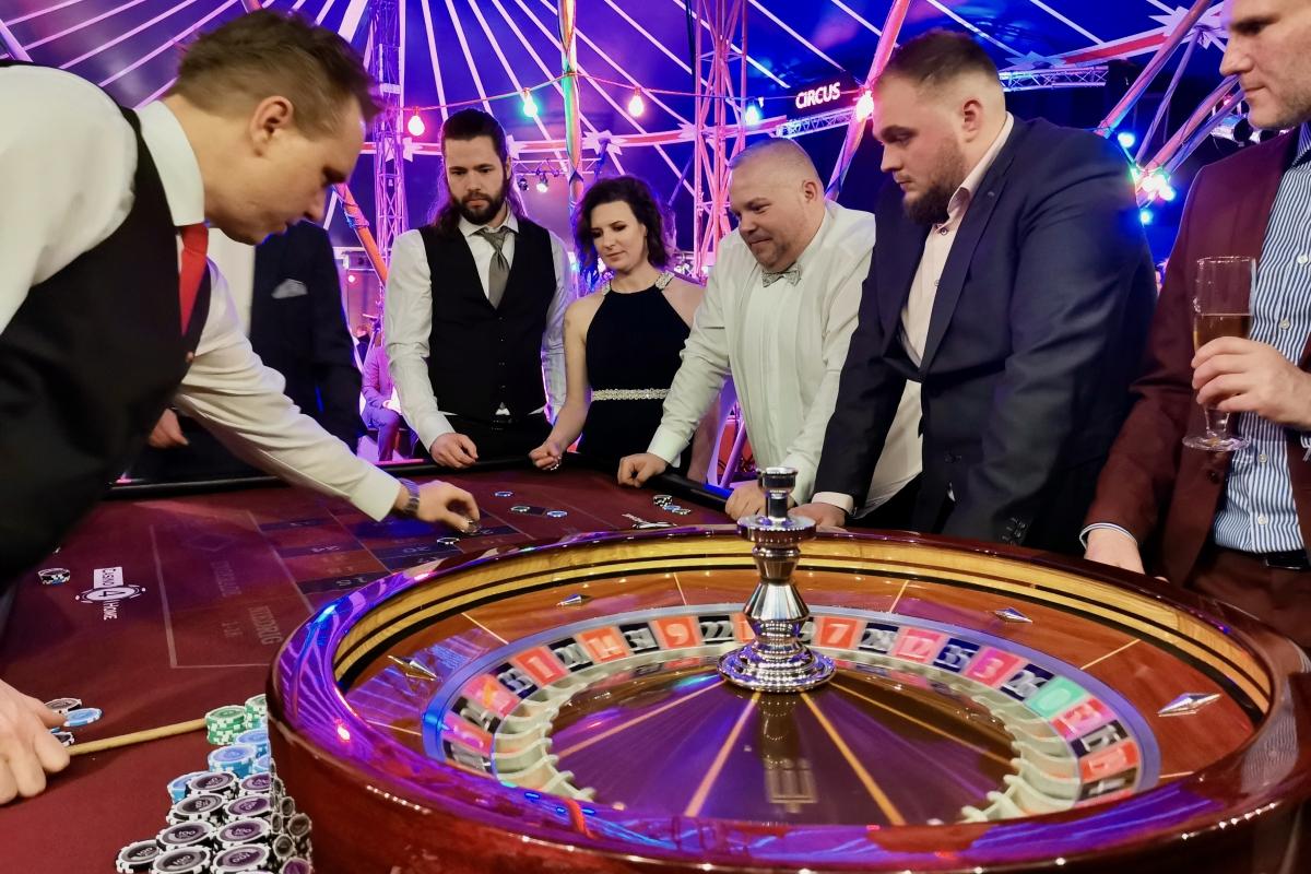 Roulette während des Spiels mit Gästen